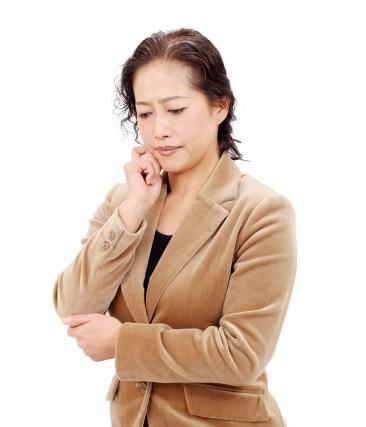 BNLS・脂肪溶解注射を50代の顔に打つ